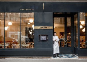 13 Bistrot Papillon ©pierremonetta-Christophe-in-front-of-restaurant