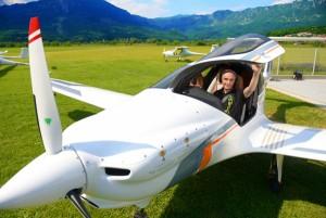 Ivo Boscarol en un avion Pipistrel