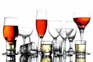 collage-vasos-vacios-alcohol-sobre-fondo-blanco_35378-650