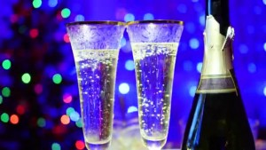 depositphotos_136109110-stock-video-glasses-with-sparkling-wine-and