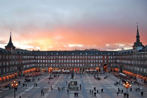 1200px-Plaza_Mayor_de_Madrid_02