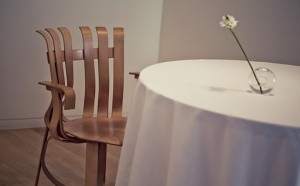 nerua mesa con silla foto Andoni Epelde