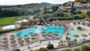 Dolce-Fregate-Provence-Pool-and-Umbrellas-678x381